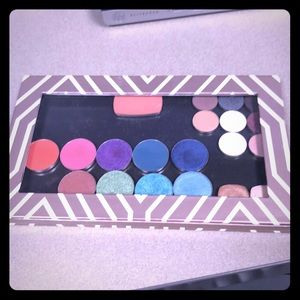 Z Palette with eyeshadows